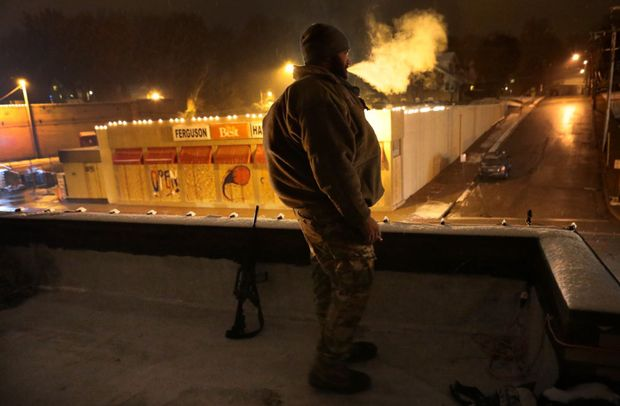 Armed Oath Keepers Provide Ferguson Businesses With Security : Police Tell Them To Leave!